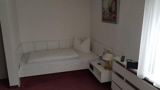Hotel Gloria: Zu kleines Bett