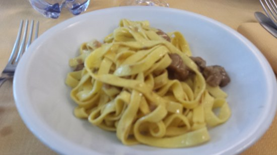 Isola del Gran Sasso d'Italia, Italien: Che dire.....timballo,fettuccine con porcini, polenta e mugnaia semplicemente da urlooooooooo