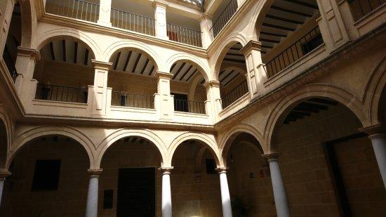 Alcalá la Real, España: Patio interior del Palacio Abacial, ahora Museo arqueológico.