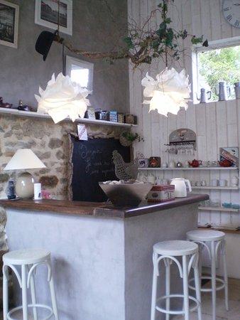 Maison d hotes de la Parfraire : Une partie de l'espace dédié aux petits déjeuners