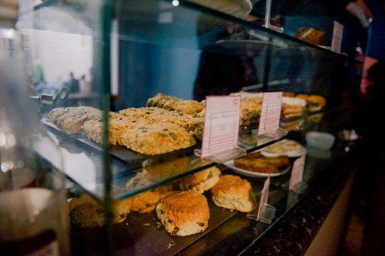 Llangefni, UK: Blas Mwy serves delicious homemade food.