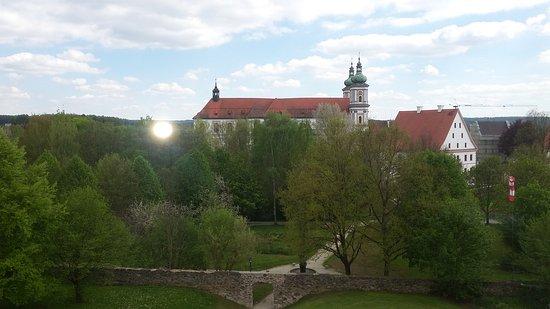 Вальдзассен, Германия: Die Basilika vom Krankenhaus aus gesehen