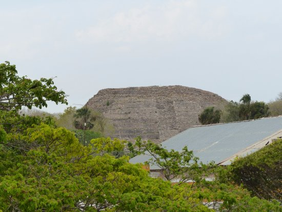 Izamal, Mexique : Piramide de Kinich Kak Moo