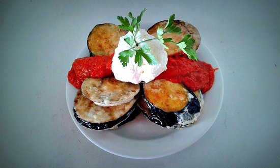 Писо-Ливади, Греция: Fried eggplant with creamy goat cheese and a delicious sauce!!