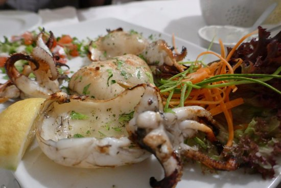 Piso Livadi, Yunanistan: Grilled squid!