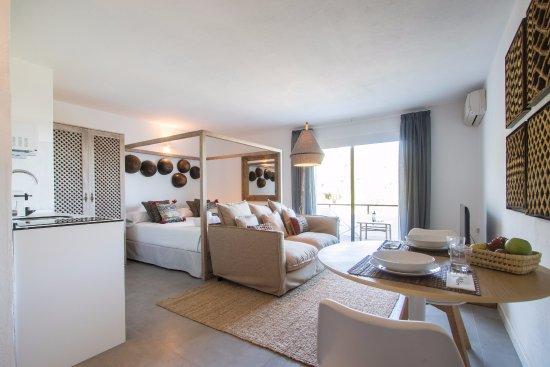 Hotel casa victoria suites san agusti des vedra spanje foto 39 s reviews en prijsvergelijking - Hotel casa victoria suites ...