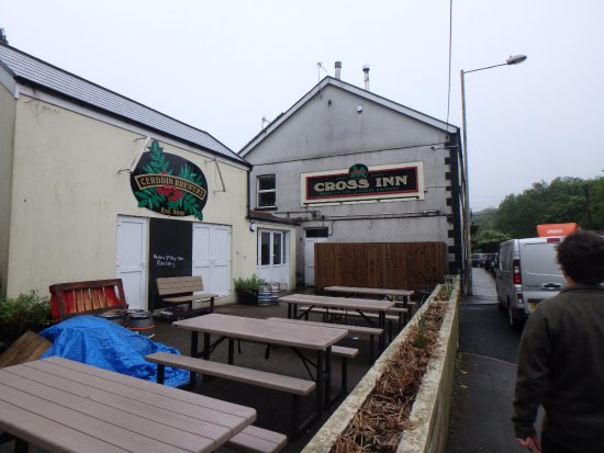 Maesteg, UK: The Cross Inn with Cerddin Brewery attached.