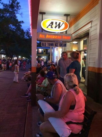 A&W Restaurant: Saturday Night Cruise at Old Town!