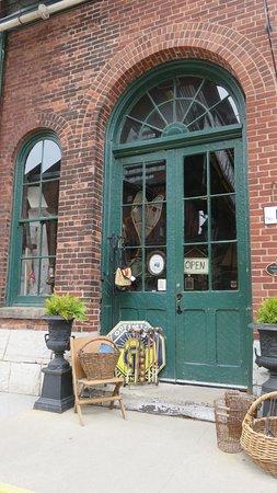 Go Tours Canada : Distillery District