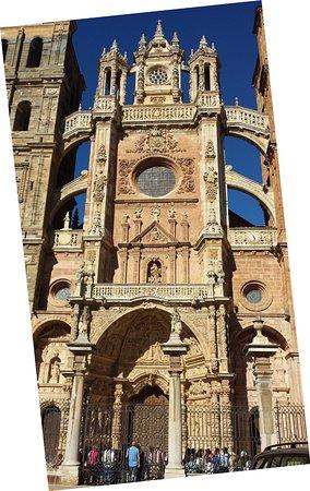 Catedral de Santa María, Astorga, entrada principal.