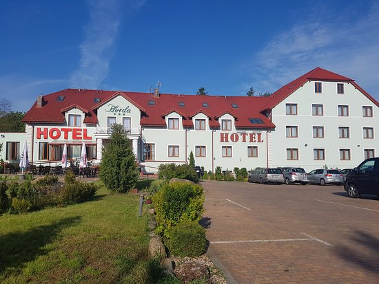 Slubice, Polonia: Hotel Exterior and Parking.
