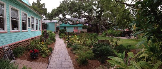 Cedar Key Bed and Breakfast: This place is beautiful and so relaxing. The owner, Alice is so friendly and a wealth of knowled
