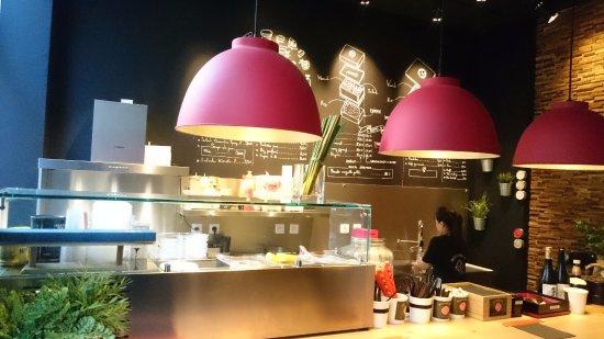 décor de la cuisine ouverte - picture of bentomania, lyon