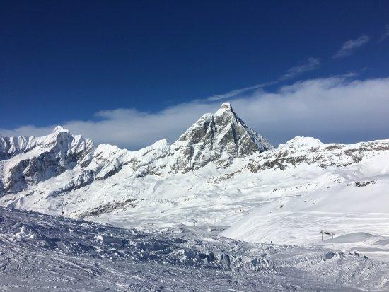 Breuil-Cervinia Ski Area: cervino immensamente bianco