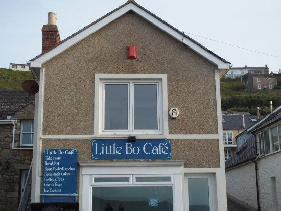 Sennen Cove, UK: Cafe with fabulous appartment above