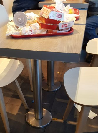 Stevenage, UK: Filthy tables and floors NOBODY cleans. Bins are all full