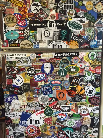 Bothell, WA: Beer fridge in the tasting room
