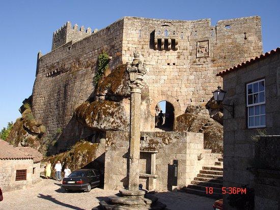 Belmonte, البرتغال: A las puertas del Castillo.