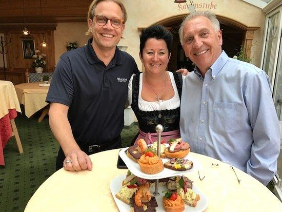 Grünauer Hof: Christopher Prelog, Eisl Silvana, Peter Tobler an der perfekt organisierten Cocktail Party