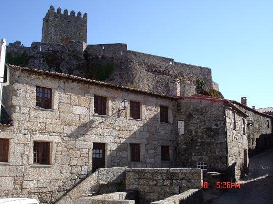 Belmonte, البرتغال: Otra vista de la torre desde la Judería.