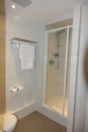Newton Aycliffe, UK: First-class shower room (no tub)