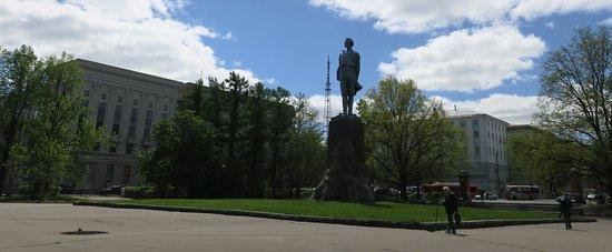 Gorky Statue: Памятник