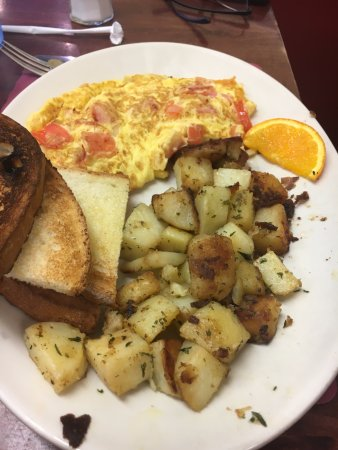 North Haven, CT: Cheese, tomato and onion omelette with sides