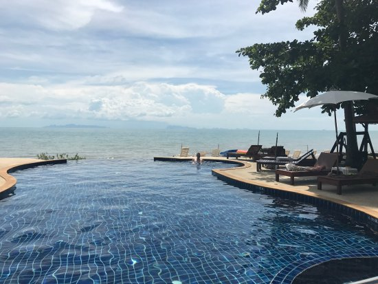 Lipa Noi, Thailand: Lipa Lodge pool and drinks.