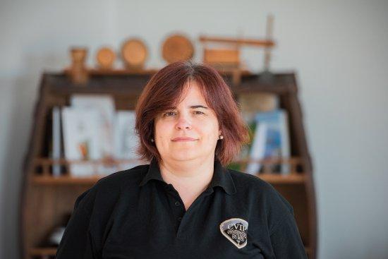 Madalena, Portekiz: Administração pessoal - Ângela Pereira