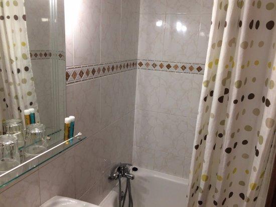 Hostal Maria Luisa: banheiro quarto 3