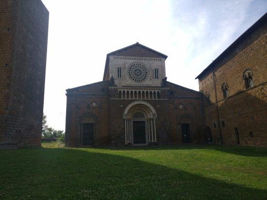 Tuscania, Italien: Esterno chiesa