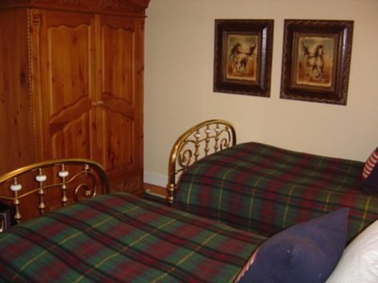 Quechee, VT: The Lilly Irene Room has two twin beds & a private bath with shower
