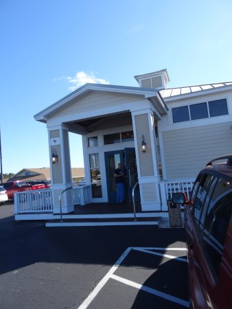 The Dunes Restaurant: Very easy to get in and out of the building.