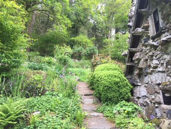 Capel Curig, UK: Gardens around the house