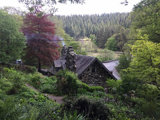 Capel Curig, UK: Walking the woodland paths behind the Ugly House
