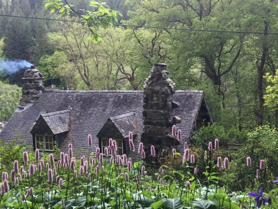 Capel Curig, UK: Ugly House at the end of May