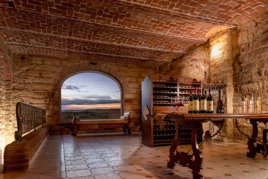 TENUTA MONTEMAGNO Relais & Wines