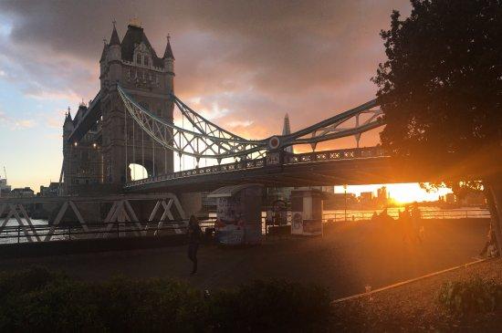 Premier Inn London Tower Bridge Hotel: O hotel é no outro lado da ponte!