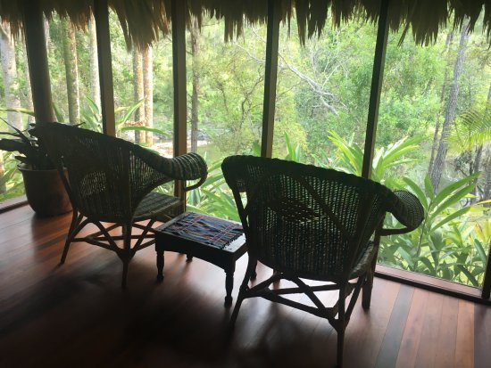 Blancaneaux Lodge: Each bedroom has a little screen porch.