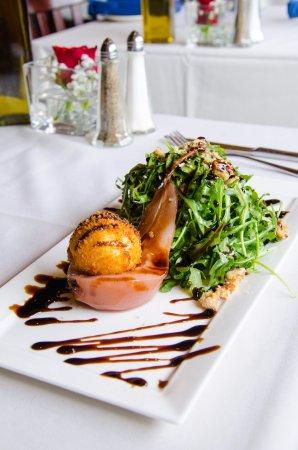 Endicott, نيويورك: Poached Pear Salad