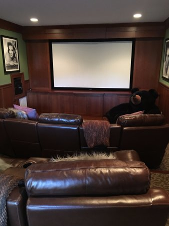 Fairview, Carolina del Norte: Theater room to watch a movie and disappear for a few hours