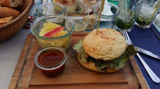 La Cotinière, France : burger et son écrasé de pommes de terre