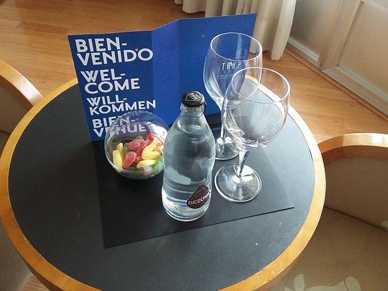 Bonita mesa para desayunar picture of hotel plaza espana - Detalles de bienvenida ...