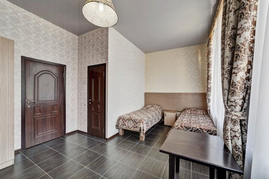 Frant Hotel na Neftyanom
