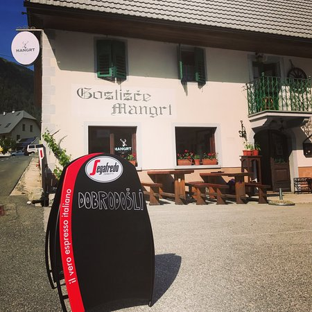 Log pod Mangartom, Eslovenia: The patio is ready to go for the summer season! We have plenty of seating & parking. Welcome bik