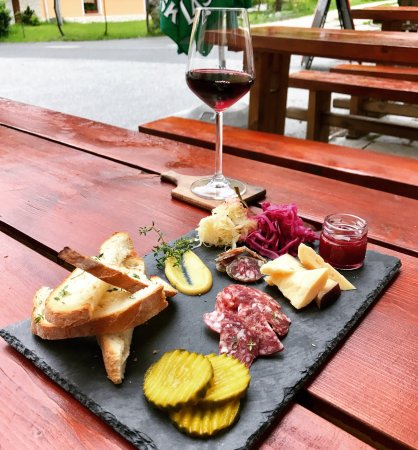 Log pod Mangartom, Eslovenia: Rotating selection of locally sourced charcuterie and cheese! Great for sharing!!