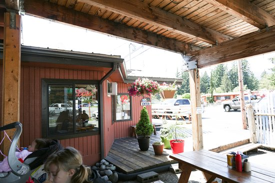 Packwood, WA: Outdoor seating