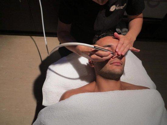 Ettalong Beach, Australia: Man Facial - Microdermabrasion for Brad