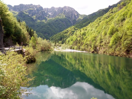 Cassiglio, Italy: Panoramica sul lago