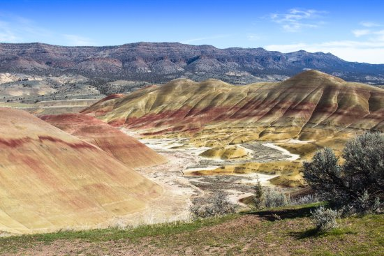 Prineville, Oregón: The Painted Hills in March right after a night of rain.